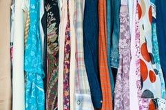 Färgrik kläder Arkivfoton