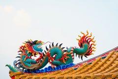 Färgrik konkret kines Dragon Statue Arkivfoton