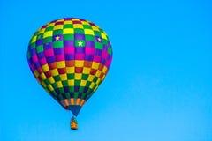 Färgrik kontrollerad ballong för varm luft Royaltyfria Foton