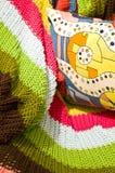 färgrik kudde för filt royaltyfri foto