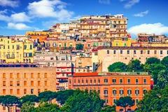 Färgrik kulle i Naples Royaltyfri Bild