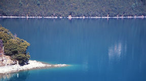 färgrik lake Royaltyfri Bild