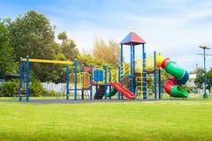Färgrik lekplats på gård i parkera Royaltyfri Bild