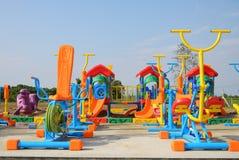 Färgrik lekplatsutrustning på ett utomhus- parkerar. Royaltyfria Bilder