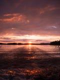 färgrik liggandesolnedgång royaltyfri foto