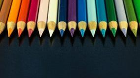Färgrik linje av blyertspennor Arkivbilder
