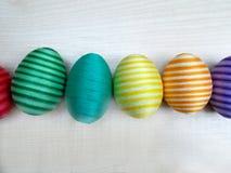 Färgrik linje för bomullseaster ägg Arkivbilder