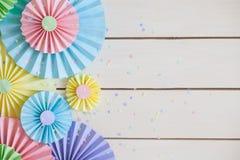 Färgrik ljus pastellpappersrosett Dekorera för ett parti royaltyfri bild