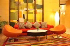 Färgrik lobby. Arkivfoto