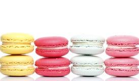 Färgrik Macaron vitbakgrund Royaltyfri Bild