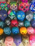 Färgrik mexicansk dag av de döda skallarna royaltyfri fotografi
