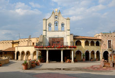 färgrik mexikansk gataby Arkivbilder