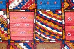 Färgrik modell av en marockansk matta Royaltyfria Bilder