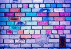 Färgrik modell för tegelstenvägg, målade tegelstenar som stads- textur Royaltyfri Bild