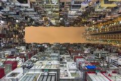Färgrik och tät hyreshus i villebrådfjärden, Hong Kong Royaltyfri Foto