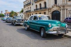 Färgrik oldtimer i La Habana Vieja, Kuba Royaltyfri Bild