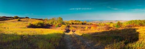 Färgrik panorama för höstnaturlandskap royaltyfria foton