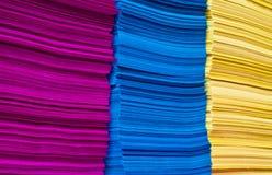 färgrik pappersbunt Arkivfoton