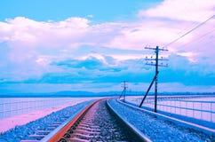 Färgrik pastellfärgad signal för härlig järnvägsbro Fotografering för Bildbyråer