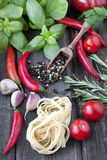 Färgrik peppar med basilika Royaltyfria Foton