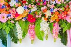 Färgrik plast- blomma Arkivbild