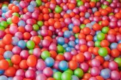 färgrik plast- för bollar Arkivbild