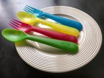 Färgrik plast- gaffel och sked Fotografering för Bildbyråer