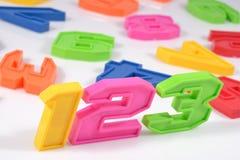 Färgrik plast- numrerar 123 på vit Royaltyfria Foton