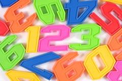 Färgrik plast- numrerar 123 på vit Arkivfoton