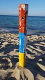 Färgrik pol på stranden Royaltyfri Foto