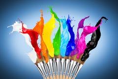 Färgrik rad för färgfärgstänkmålarpensel arkivfoton
