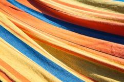 Färgrik randig textil, abstrakt bakgrund Arkivfoton