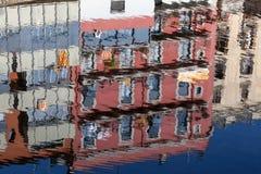Färgrik reflexion i Girona, Spanien Arkivfoton