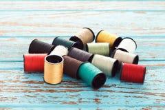 Färgrik reparation för hantverk för skräddare för trådhandarbetebroderi Royaltyfri Foto
