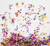 Färgrik rolig bakgrund av färgrika små stycken royaltyfria foton
