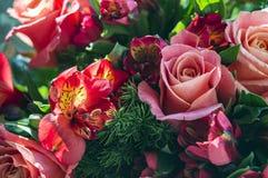 Färgrik romantisk bukett Royaltyfri Foto
