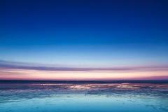 Färgrik rosa solnedgång över Nordsjön Fotografering för Bildbyråer