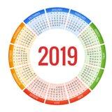 Färgrik rund design för kalender 2019, tryckmall, din logo och text Veckan startar söndag Denna bild tillhör serien som inkludera royaltyfri illustrationer