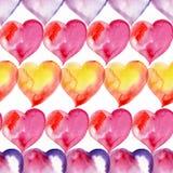 Färgrik sömlös modell av hjärtor red steg vattenfärg Royaltyfri Foto