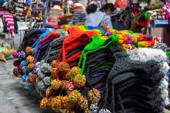 Färgrik söndag marknad i Otavalo, Ecuador Royaltyfri Fotografi