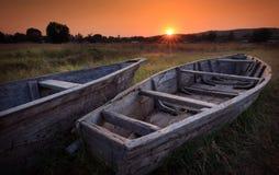 Färgrik scenisk soluppgång med fiskebåtar, sjö Tanganyika Arkivbild