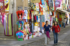Färgrik shoppinggata i gränsstaden Valenca Royaltyfria Bilder