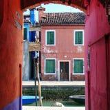 Färgrik sikt av Burano (Italien) Fotografering för Bildbyråer