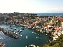 Färgrik sikt av den Capri ön, Italien royaltyfri fotografi