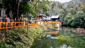 Färgrik sikt av Fushimi-Inari sjön royaltyfri bild