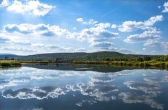 Färgrik sjöSarena jezera nära Knin Royaltyfria Foton