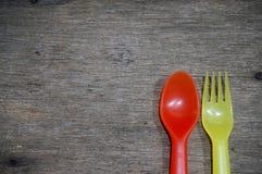 Färgrik sked och gaffel Royaltyfria Foton