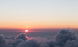 Färgrik sky och soluppgång Arkivfoton