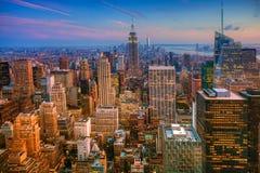 Färgrik skymningplats i Manhattan Arkivbild