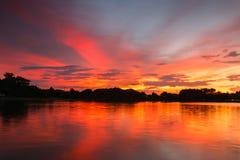 färgrik skysolnedgång Arkivbilder
